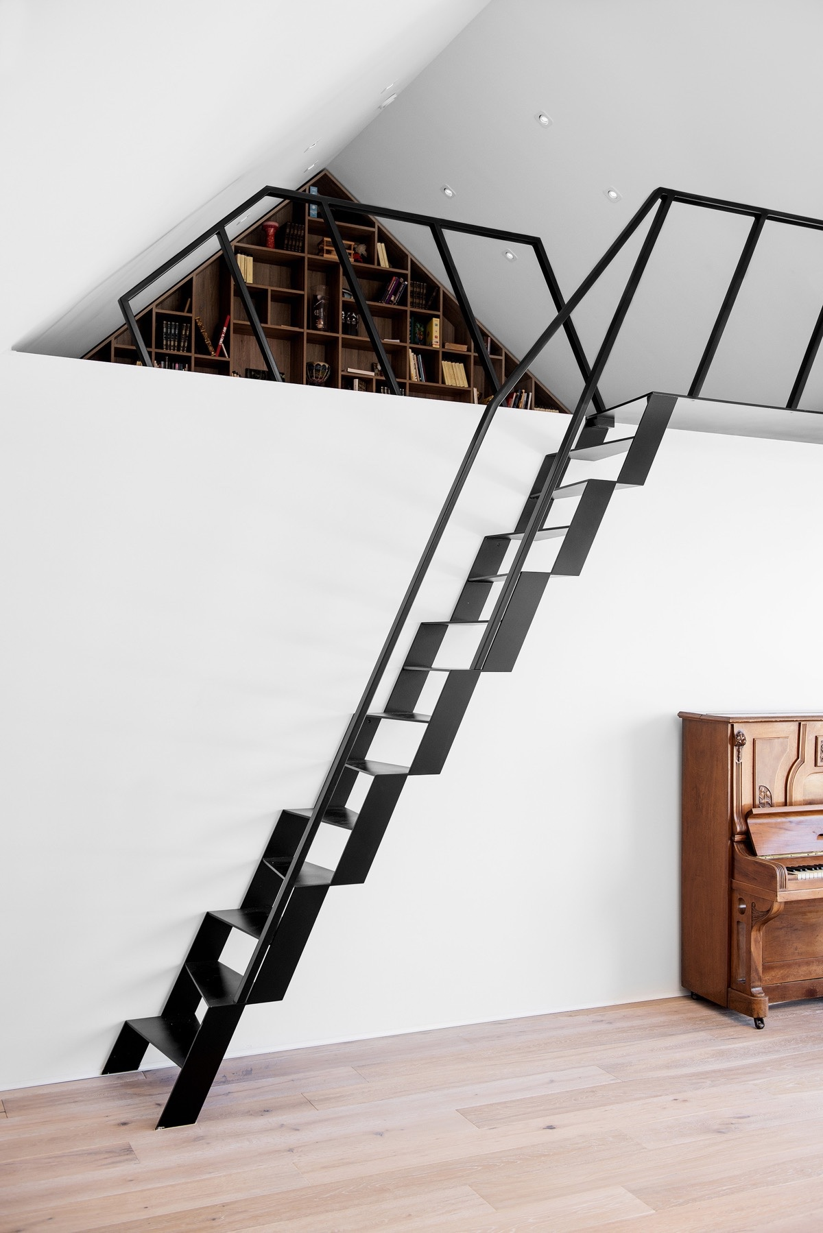 25 unique staircase designs to take center stage in your home - Mezzanine trap ...