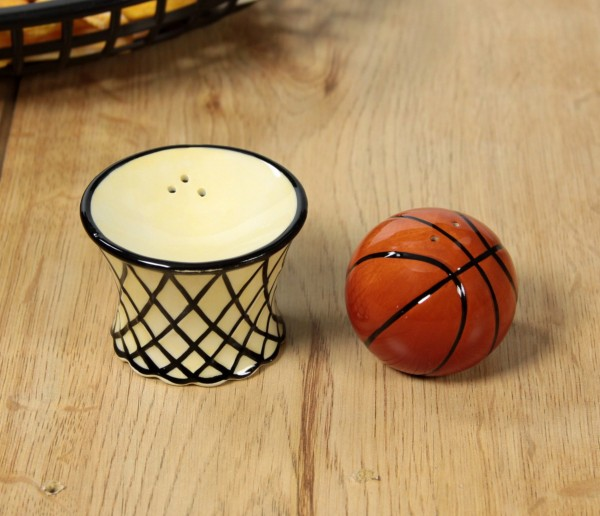 Simply stack the basketball on the basket when you're finished spicing your food – then proudly release your slam dunk puns on your brunch guests.