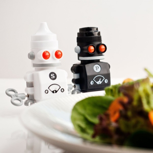 These wind-up robots waddle across the table to deliver spices wherever needed. The retro design is ideal for a fan of classic science fiction.