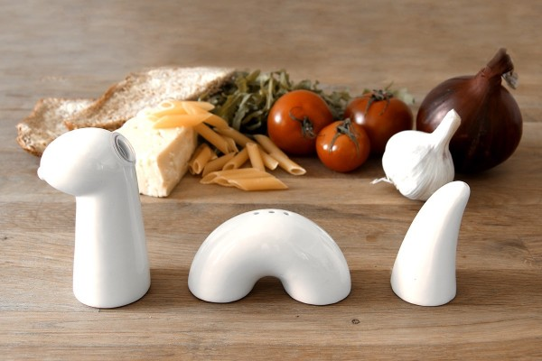 This condiment set looks like the Loch Ness monster when the oil pourer and spice shakers are arranged in a line - a great way to get children (and adults!) to return the shakers to their rightful place after using them.