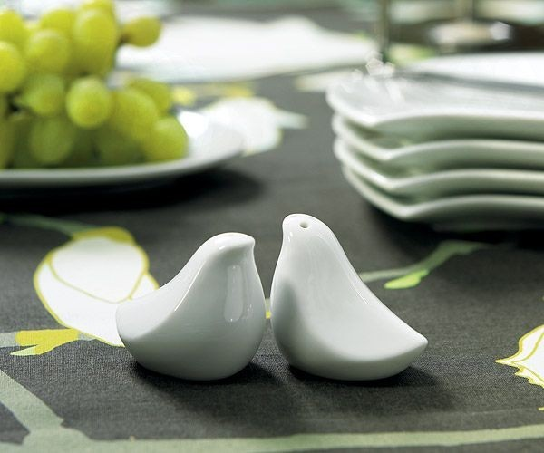These porcelain birds are subtle enough to work with any tableware theme. Each pair comes with a stylish gift box, ready to send as a housewarming or wedding present for the minimalist in your life.