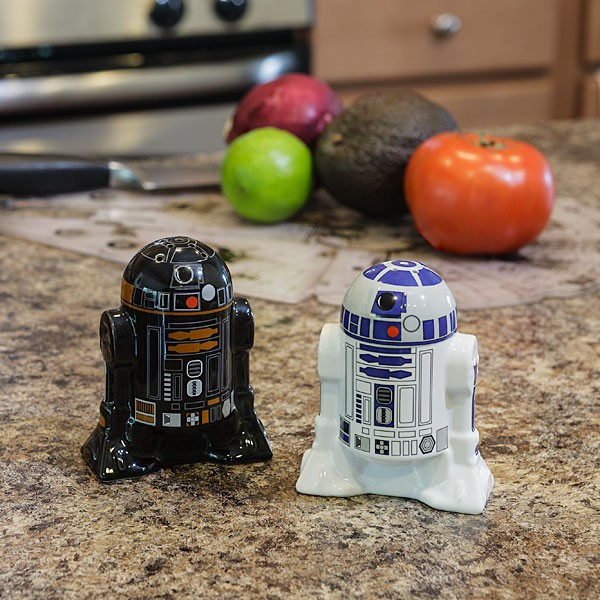 Rendered in perfect detail on glossy ceramic, R2-D2 and R2-Q5 are equally suited for everyday use or standalone display. These are the droids you're looking for – at least, if you need a housewarming gift for a Star Wars fanatic.