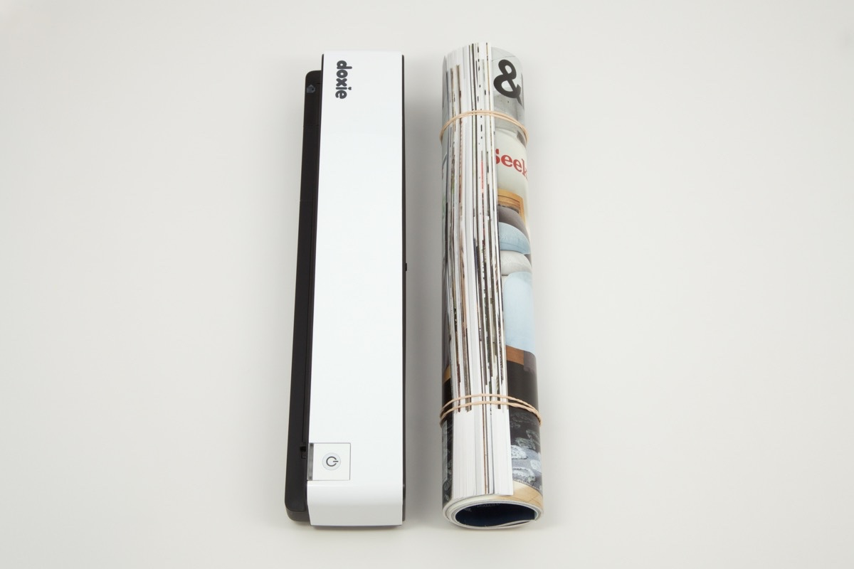 The size of the scanner is just about the same as that of a rolled up magazine.