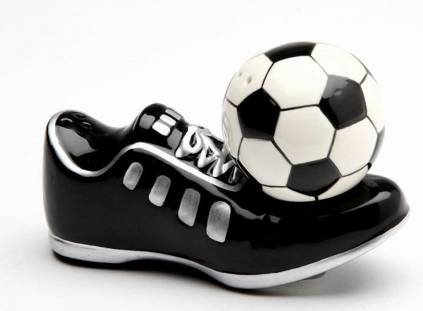 Detailed and perfectly on-theme, this soccer/football inspired shaker set maintains its perfect balance using magnets.