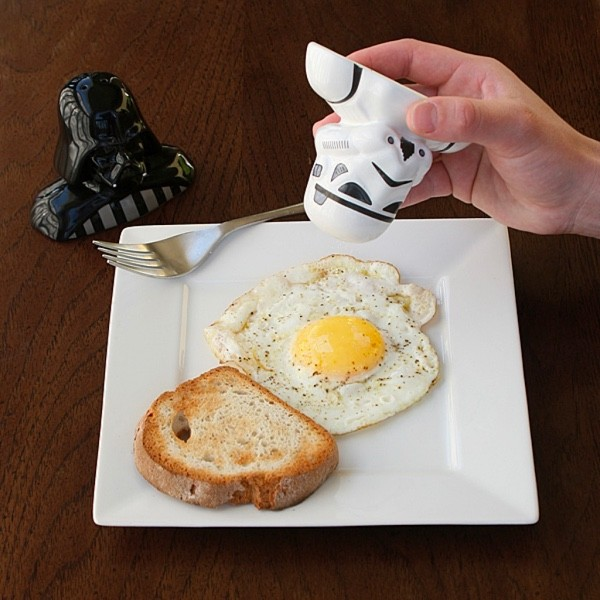 Give yourself to the Dark Side… of breakfast. This Darth Vader and Stormtrooper spice set is made of weighty and sturdy ceramic, sure to serve as a conversation starter for many years to come.