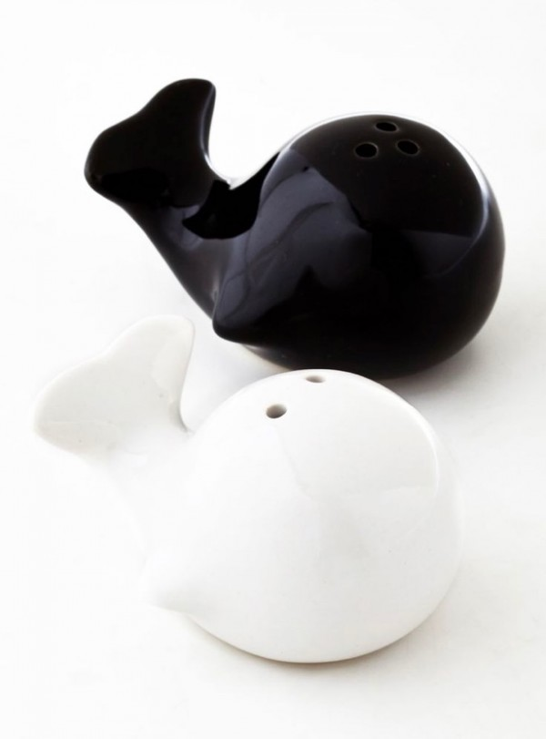 How could anybody resist the temptation to spice his or her meal when these playful whales are swimming nearby? Torre & Tagus are glossy ceramic and finished in black and white.