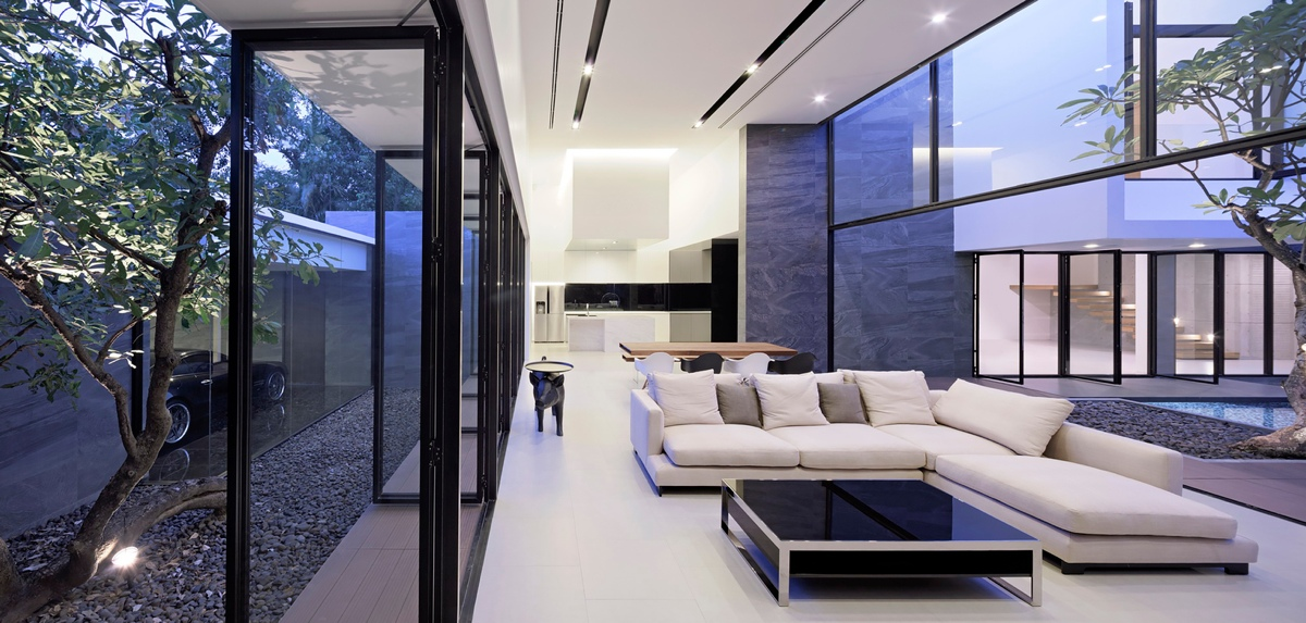 spectacular modern house with courtyard swimming pool. Black Bedroom Furniture Sets. Home Design Ideas