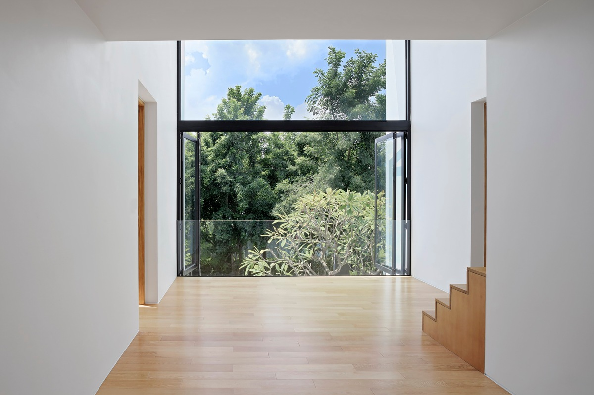 Beautiful Staircase View - Spectacular modern house with courtyard swimming pool