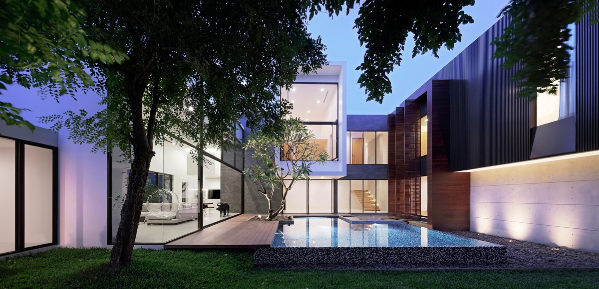 Spectacular Modern House With Courtyard Swimming Pool