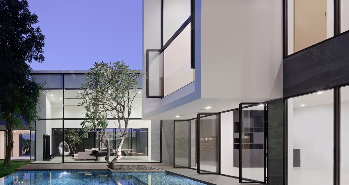 Dream Home With A Courtyard - Spectacular modern house with courtyard swimming pool