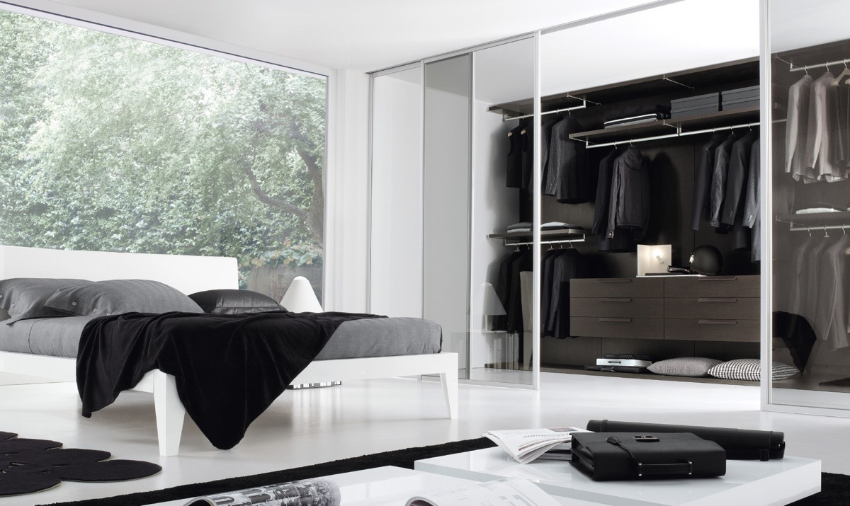 20 beautiful examples of bedrooms with attached wardrobes for Chambre noir et blanc