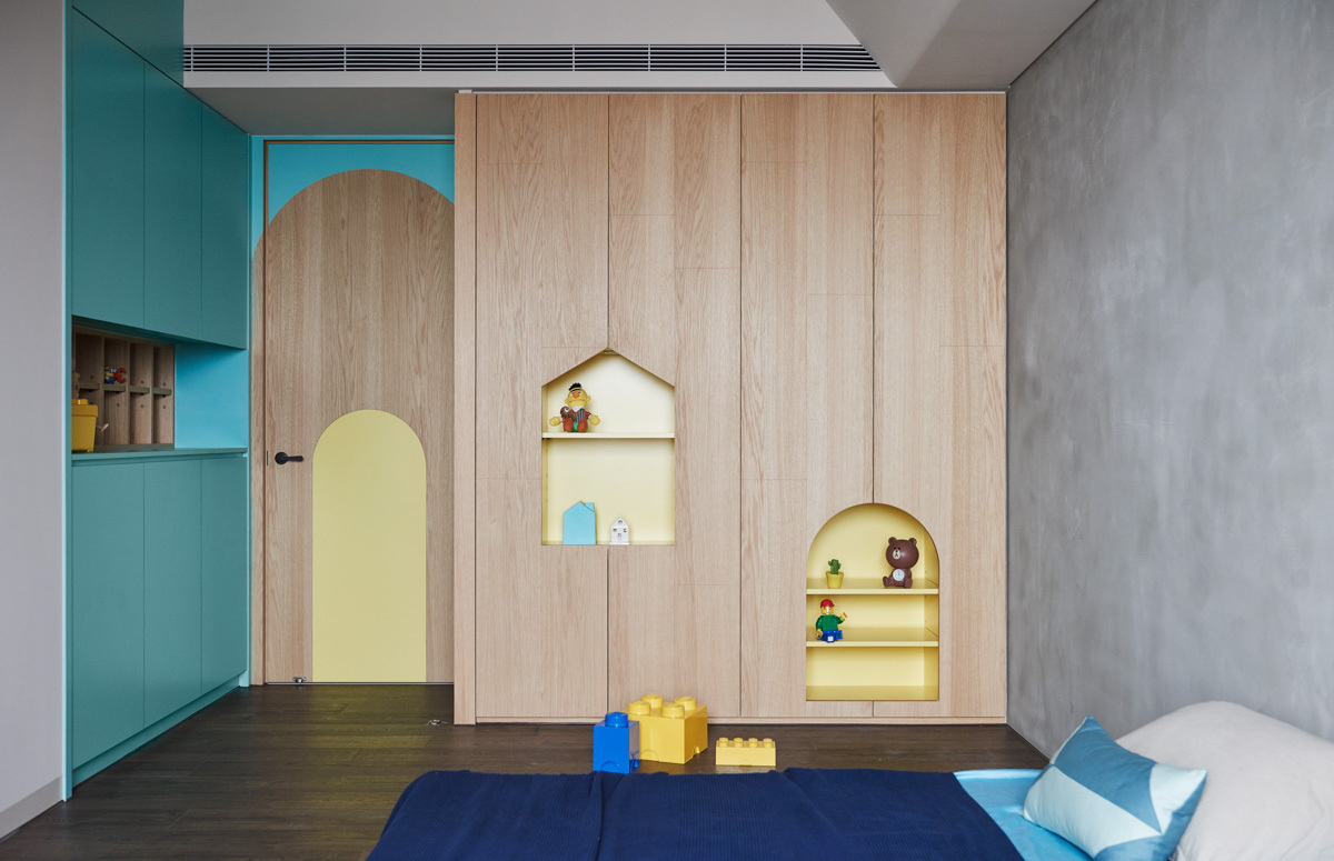 Teal And Yellow Kids Bedroom - Colorful modern apartment for a family with small children