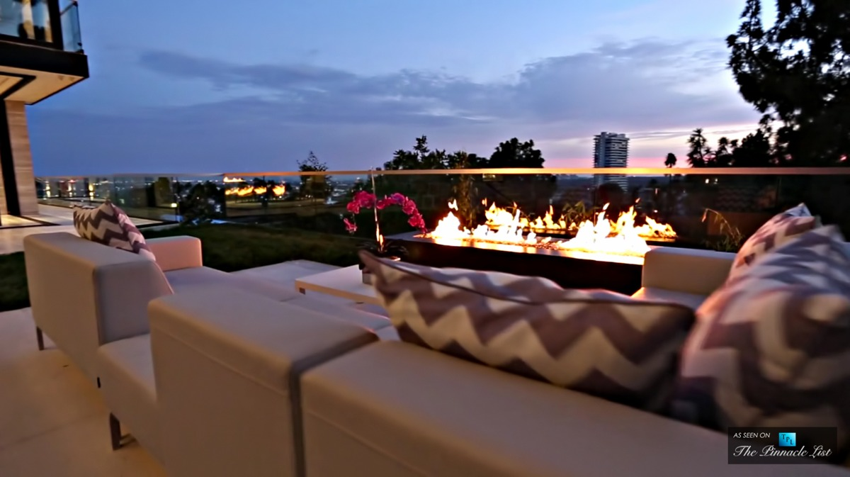 Awesome Firepit Ideas - A modern california house with spectacular views