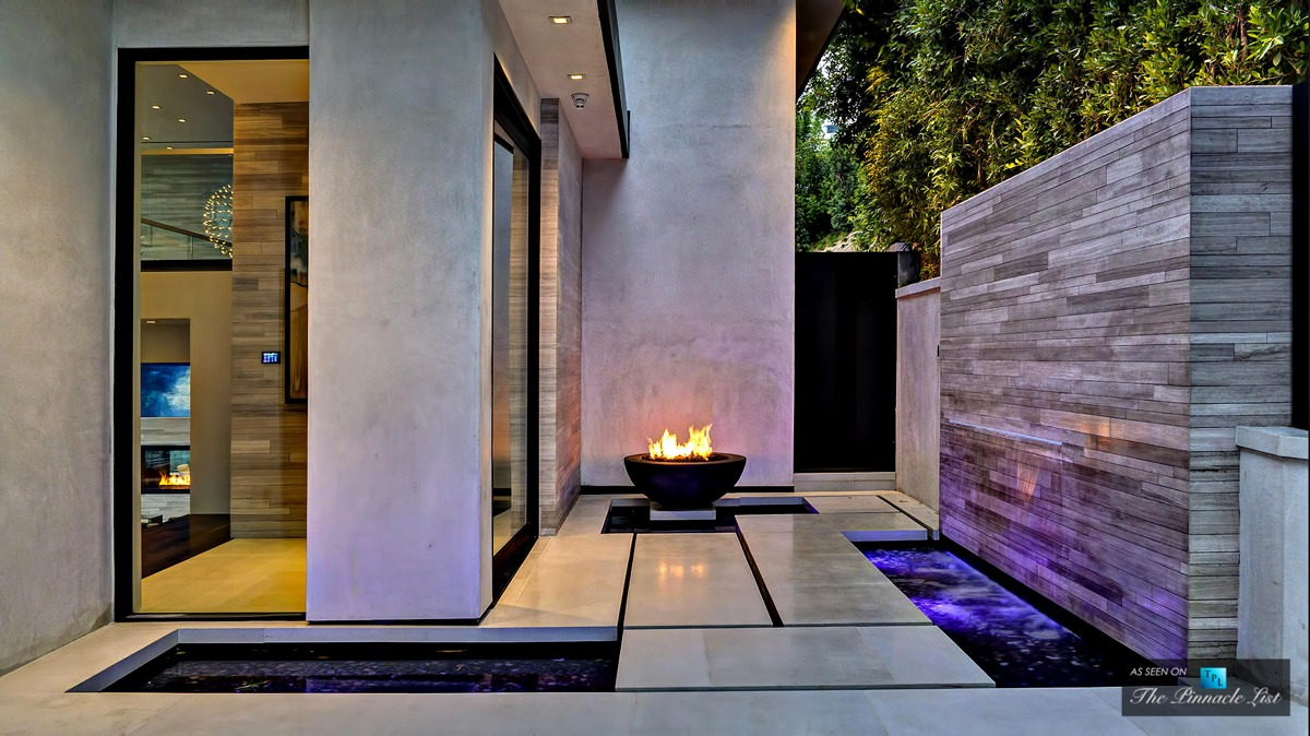 Fire Pit - A modern california house with spectacular views