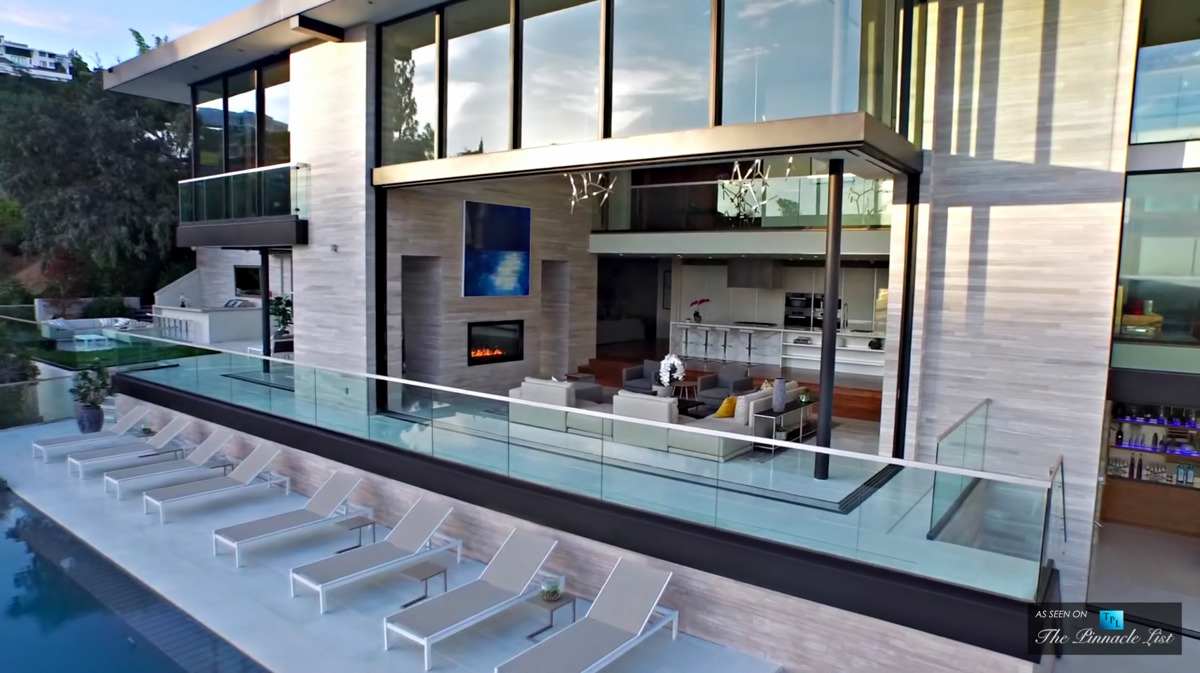 Indoor Outdoor Space Hollywood Hills - A modern california house with spectacular views