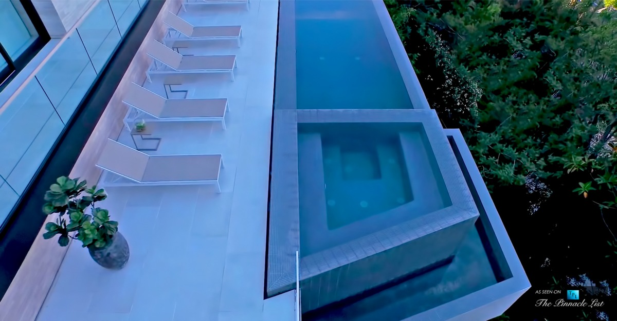 Infinity Waterfall Pool - A modern california house with spectacular views