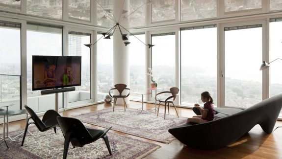 See The Tel Aviv Skyline Reflected In This Gorgeous Modern Home