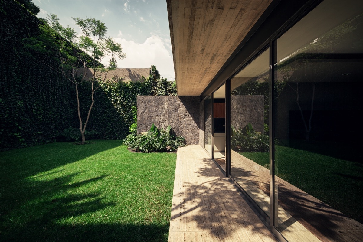 Beautiful Private Backyard Design - An atmospheric approach to modernist architecture in mexico
