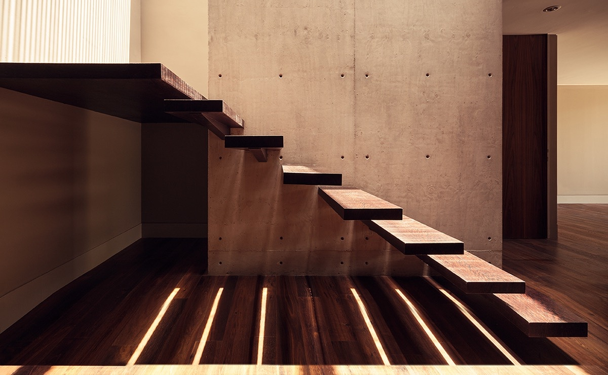 Cantilever Wood Stair Treads - An atmospheric approach to modernist architecture in mexico
