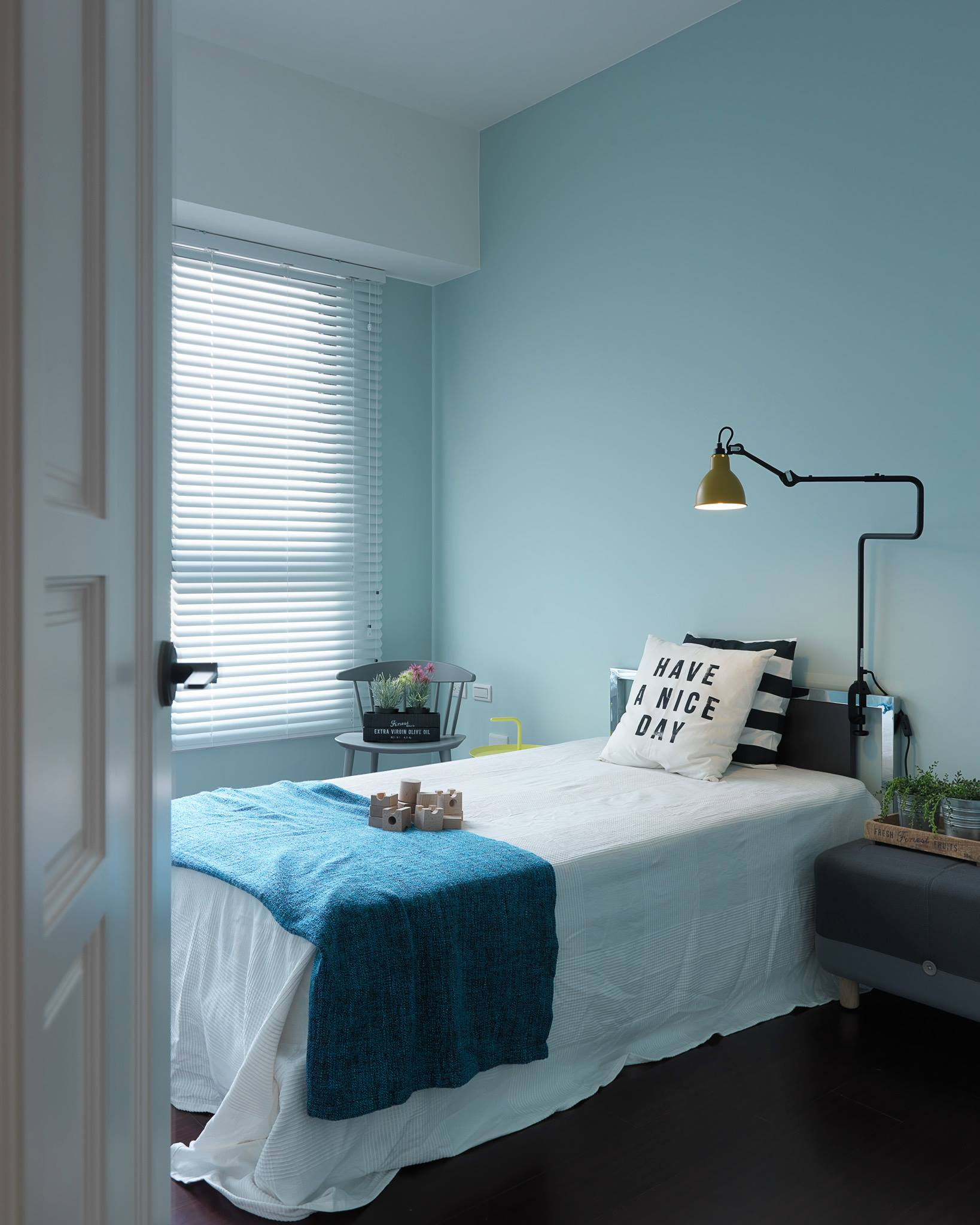 Light Blue Kids Bedroom With Nordic Style - Nordic decor inspiration in two colorful homes