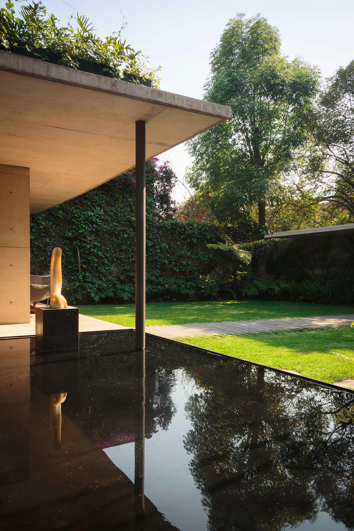 Pool With Black Walls And Floor - An atmospheric approach to modernist architecture in mexico