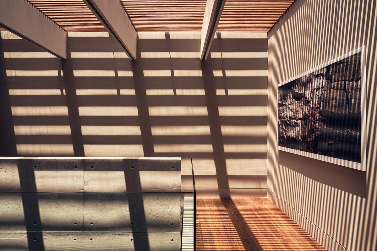 Slatted Hallway Skylight - An atmospheric approach to modernist architecture in mexico