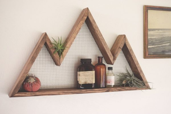 31 unique wall shelves that make storage look beautiful for Mountain shelf diy