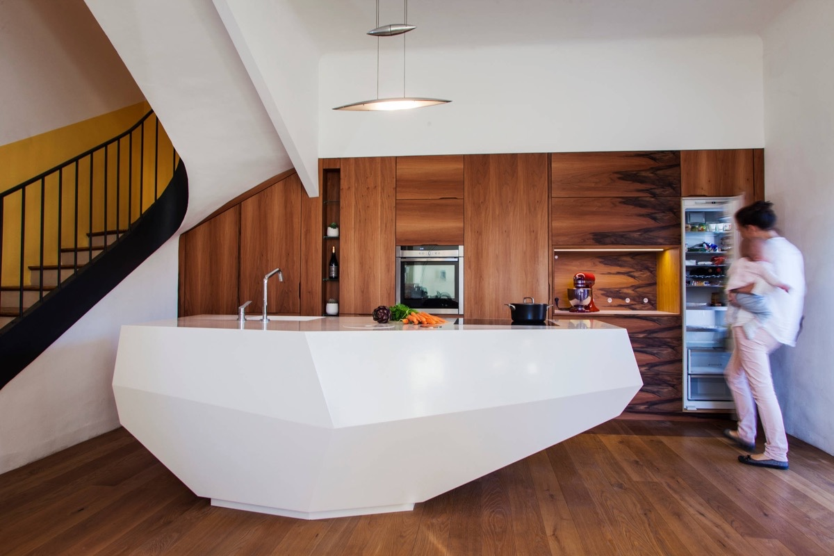 50 modern kitchen designs that use unconventional geometry - Armoire colonne cuisine ...
