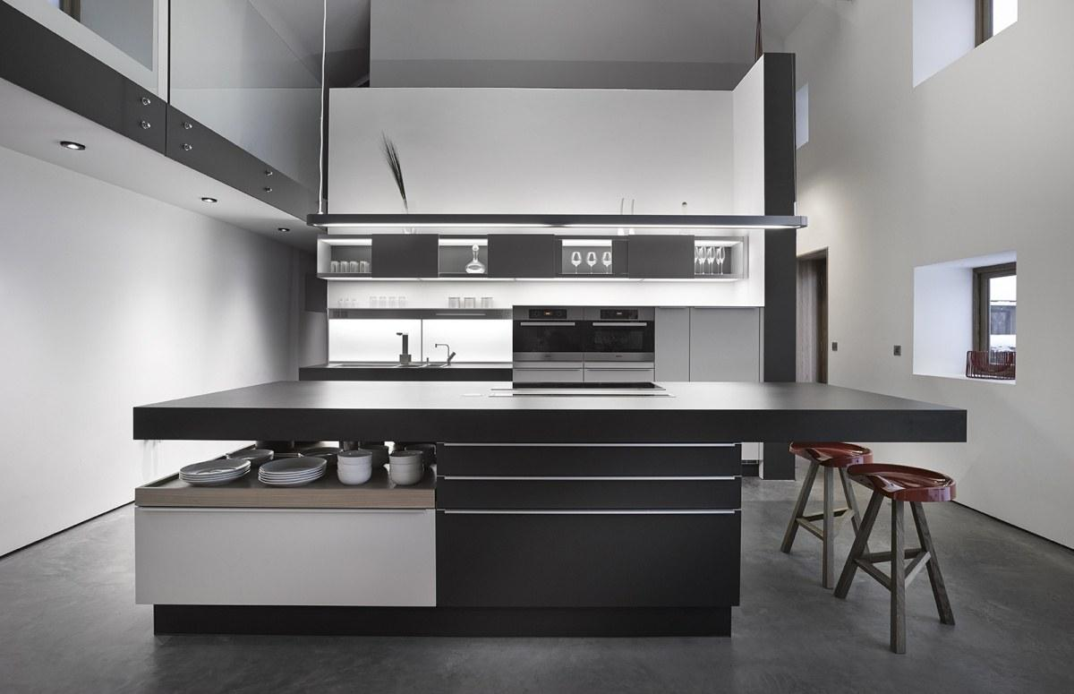 Black and white modern kitchen best 25 black white for Black kitchen design