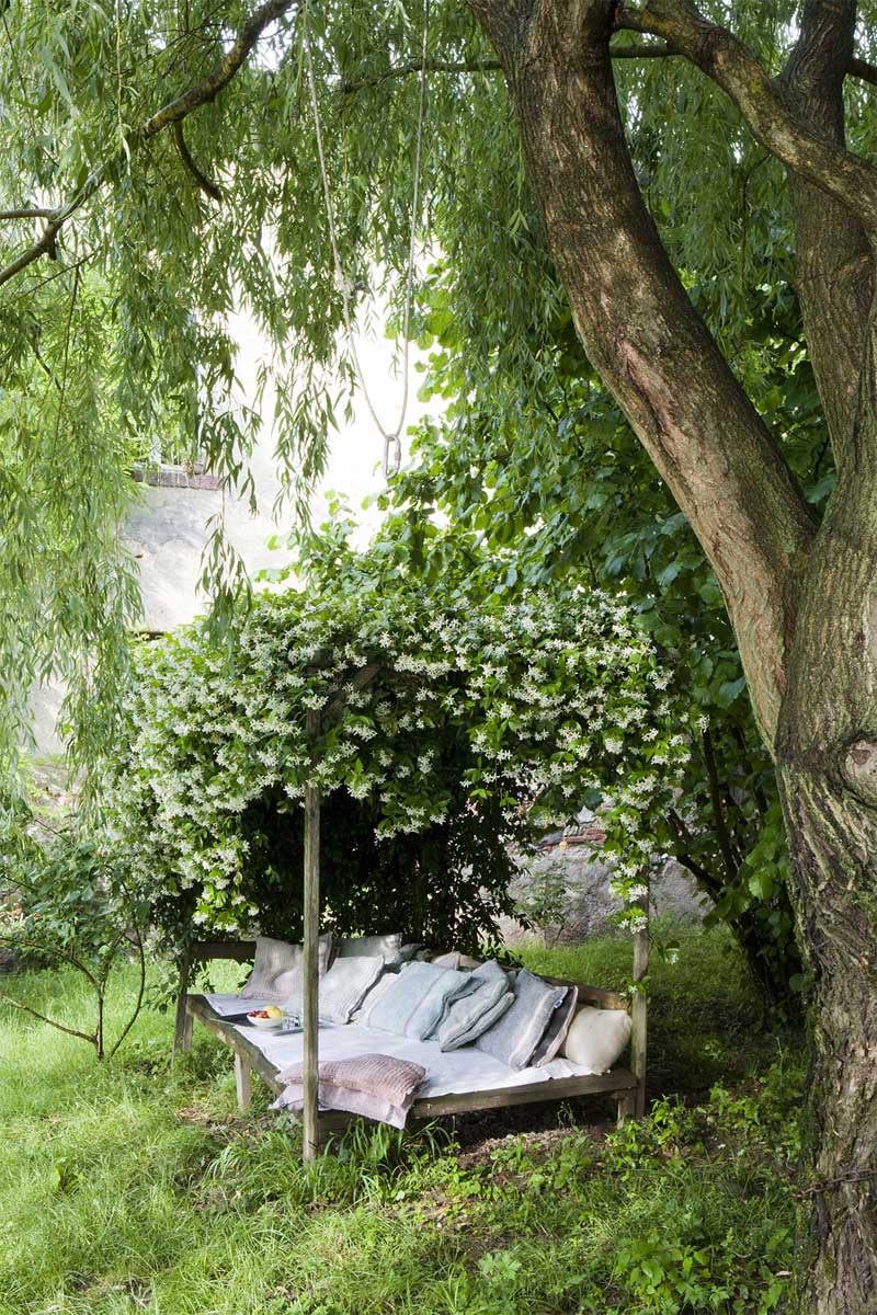 Creeping Vines Canopy Outdoor Reading Space - 50 best reading nooks we have ever come across