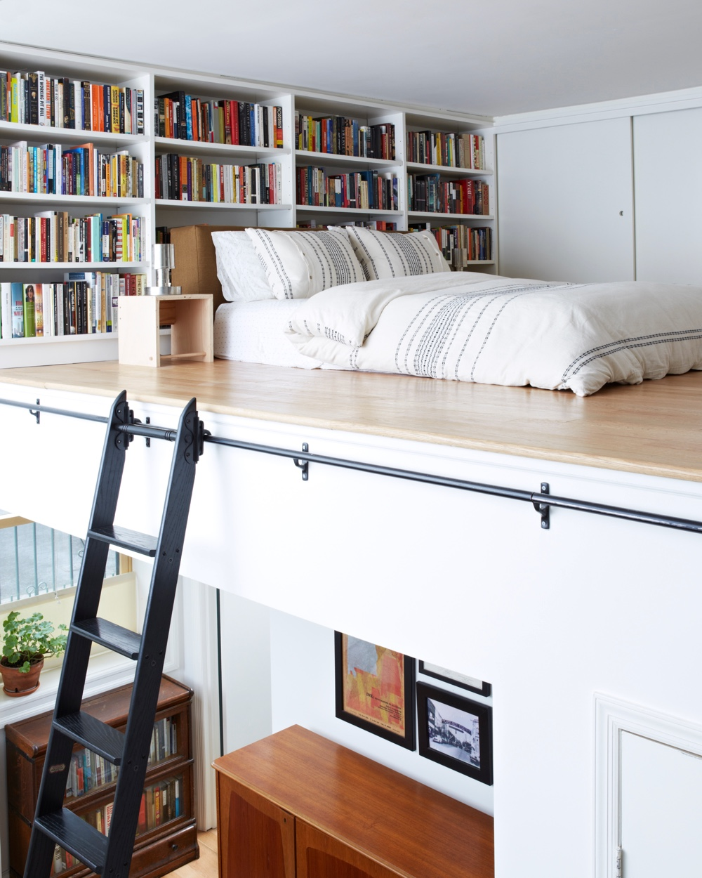 50 best reading nooks we have ever come across for Bed nook ideas