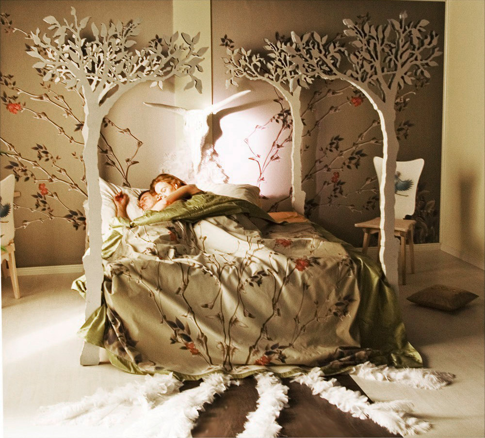 32 fabulous 4 poster beds that make an awesome bedroom for Four poster headboards