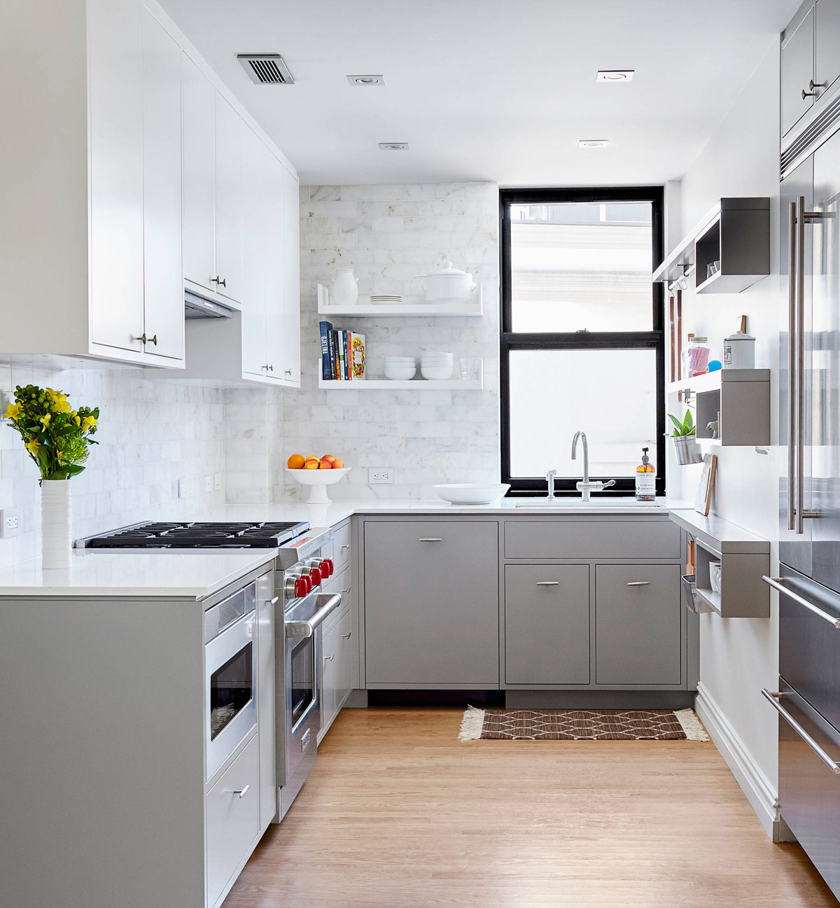 Gorgeous Grey And White Kitchens That Get Their Mix Right - Backsplash ideas for gray cabinets