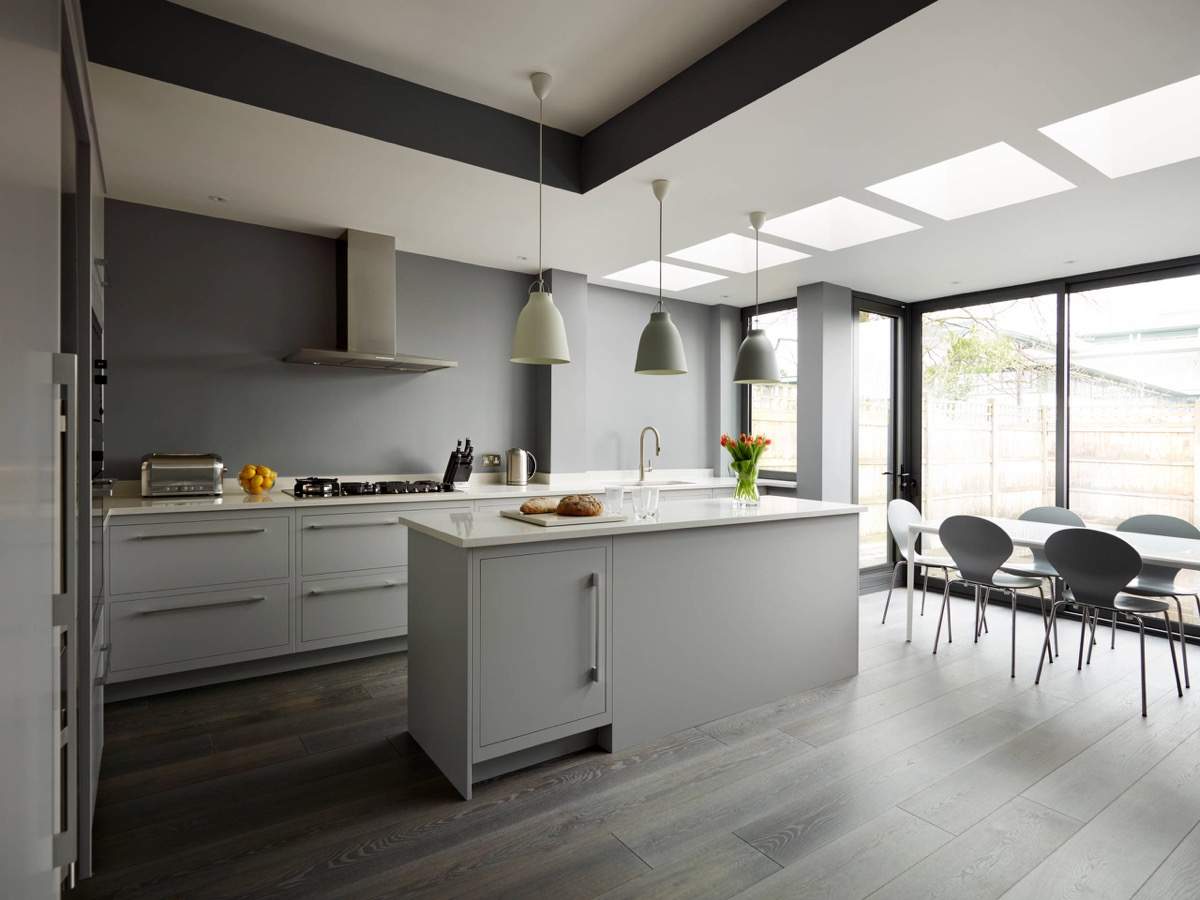 30 gorgeous grey and white kitchens that get their mix right Kitchen designs with grey walls