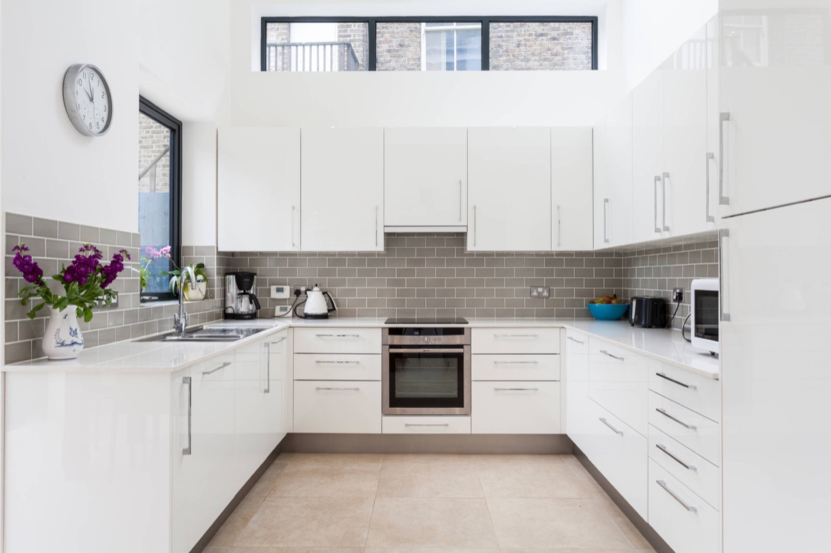30 gorgeous grey and white kitchens that get their mix right Modern kitchen design tiles