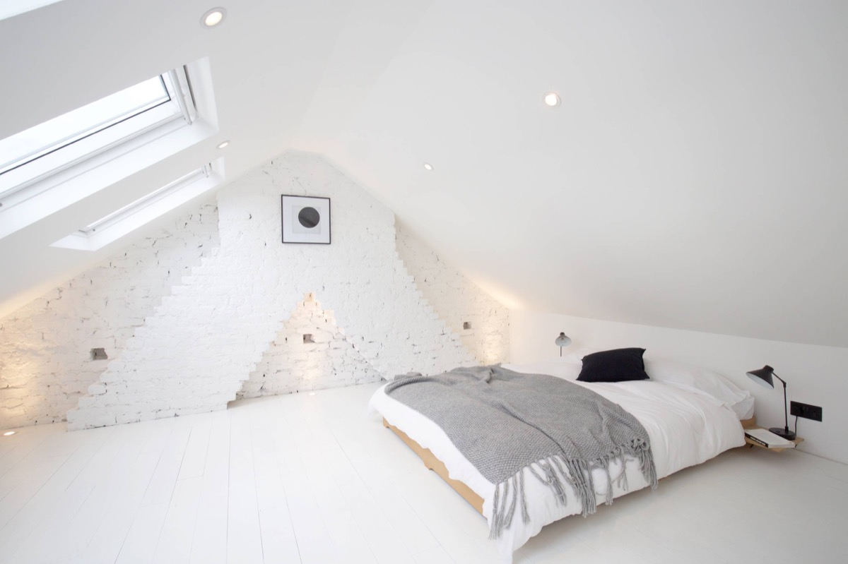 All White Exposed Brick Bedroom - Bedrooms with exposed brick walls