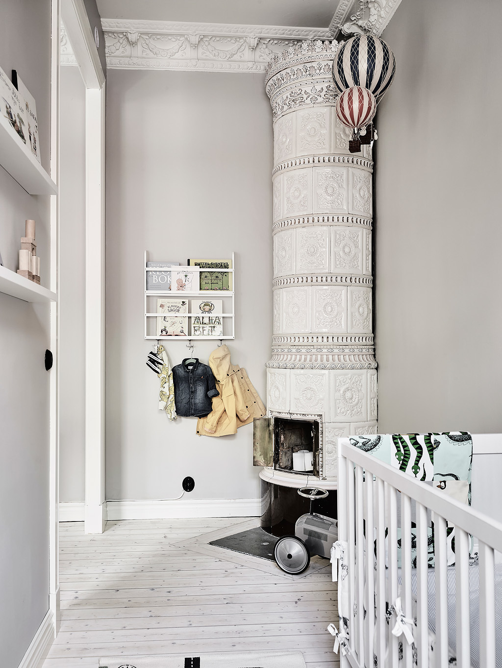 Ceramic Fireplace Column Black And Grey Bedroom - Grey and white interior design inspiration from scandinavia