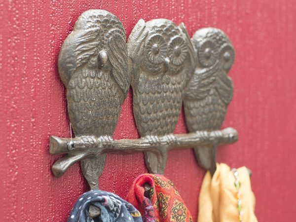 40 decorative wall hooks to hang your things in style - Hear no evil owls ceramic ...