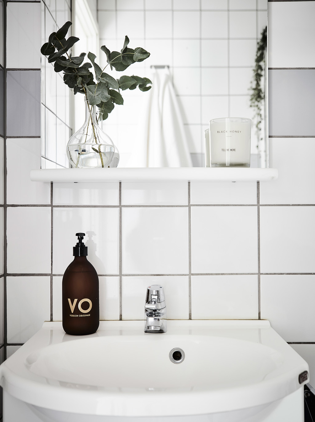 One Stripe Against White Grey Bathroom Tiles - Grey and white interior design inspiration from scandinavia