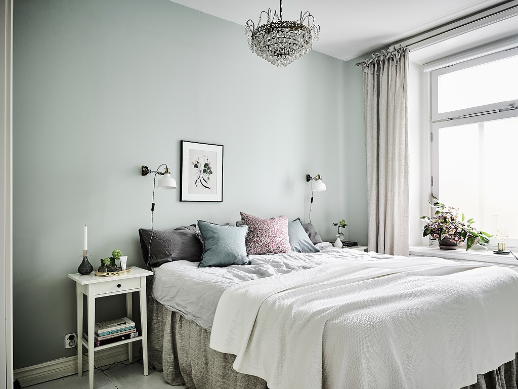 Simple And Luxurious Grey And White Comforter - Grey and white interior design inspiration from scandinavia