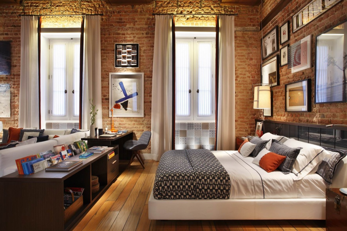 Urban Loft Exposed Brick Bedroom - Bedrooms with exposed brick walls