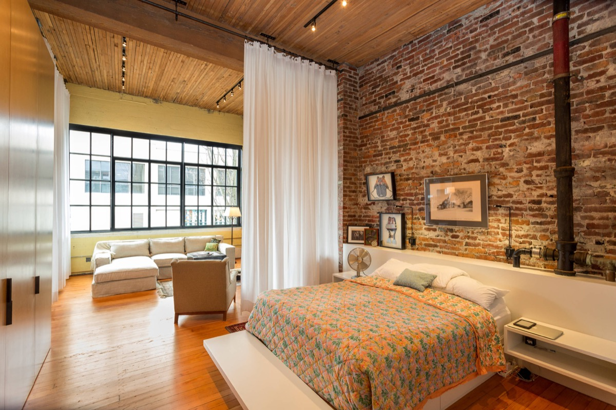 White Wood And Exposed Brick Bedroom - Bedrooms with exposed brick walls