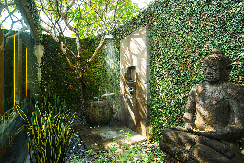 Buddhist Statue Garden Shower Ideas - 50 stunning outdoor shower spaces that take you to urban paradise