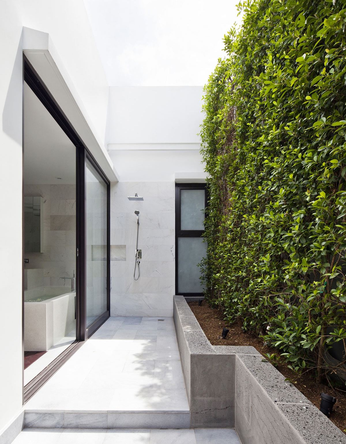 Concrete Hedge Modern Exterior Showers - 50 stunning outdoor shower spaces that take you to urban paradise