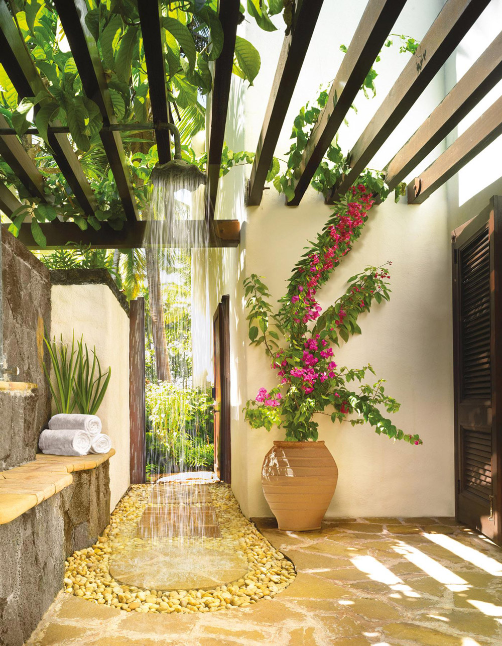 Slatted Flowers Outdoor Shower Head - 50 stunning outdoor shower spaces that take you to urban paradise