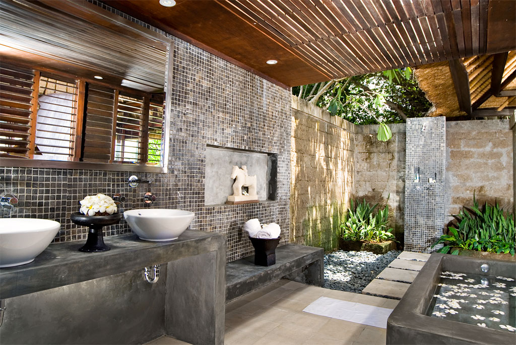 50 stunning outdoor shower spaces that take you to urban for Bath remodel little rock ar