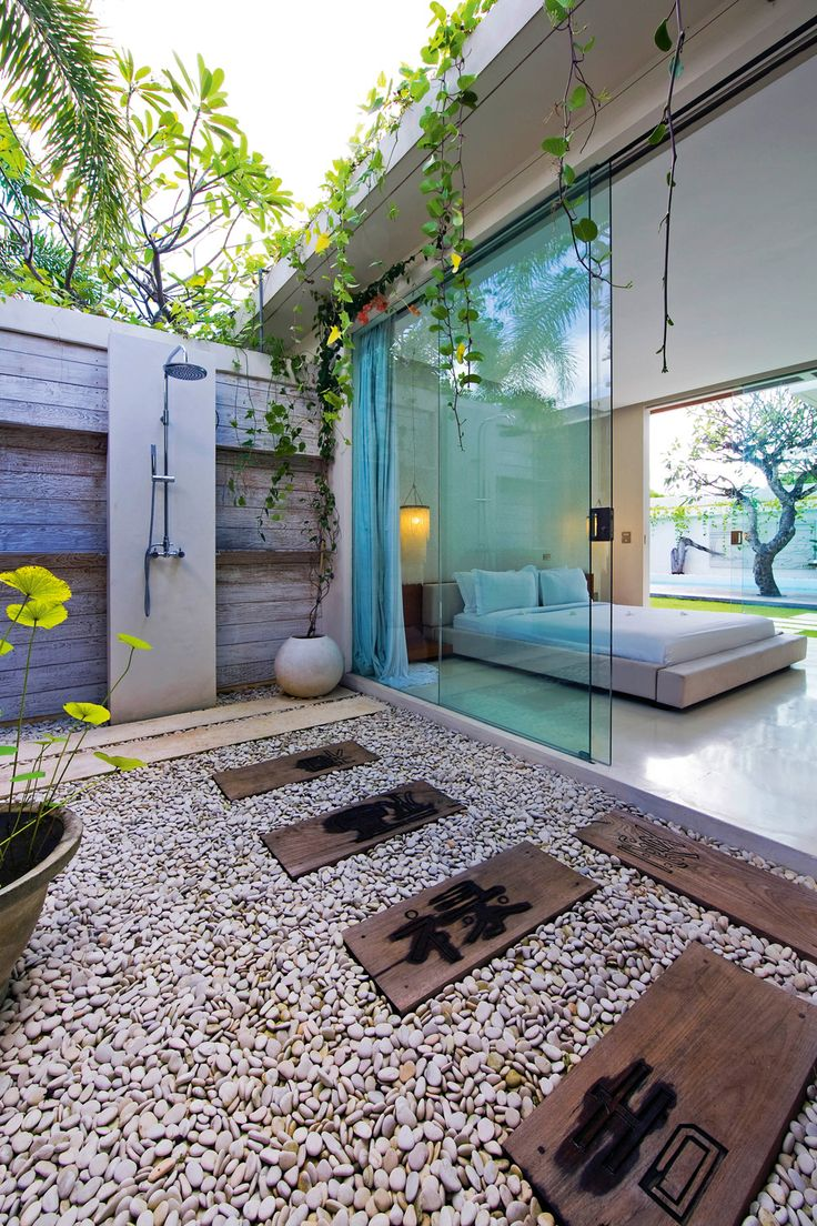 Backyard Pool Bathroom Design Ideas ~ Stunning outdoor shower spaces that take you to urban