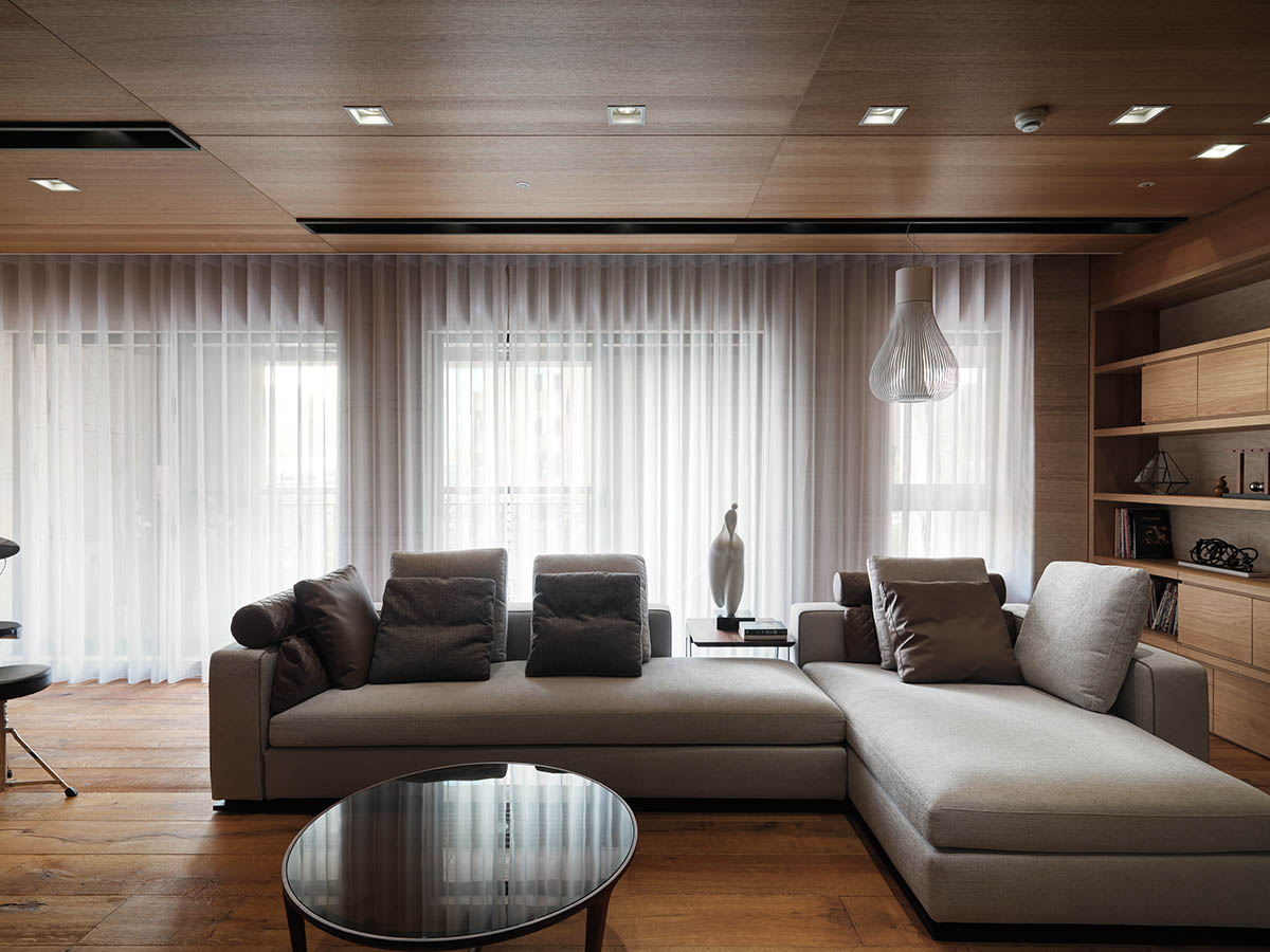 Beautiful Living Room - 4 homes with design focused on beautiful wood elements