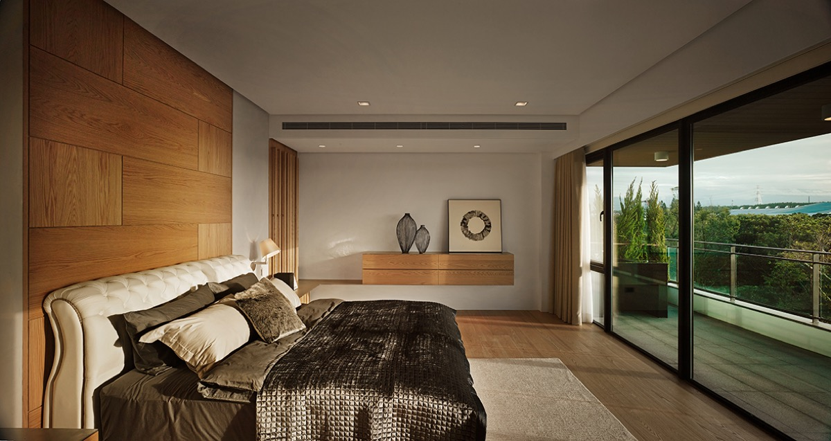 Bedroom With View - 4 homes with design focused on beautiful wood elements