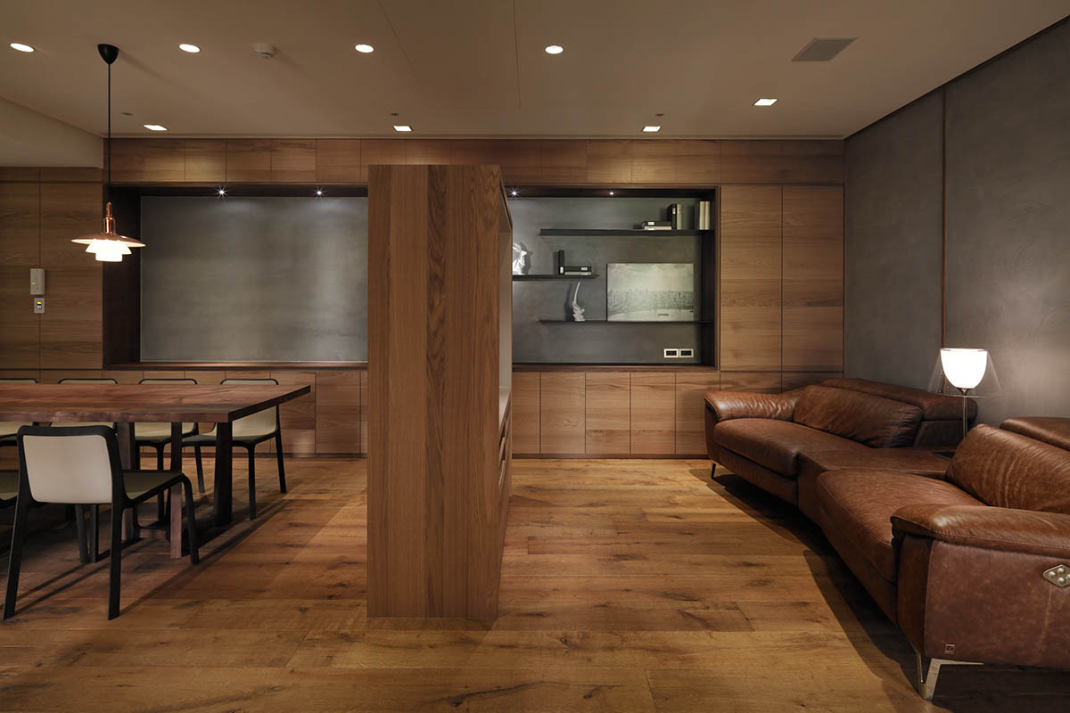 Large Leather Sofa - 4 homes with design focused on beautiful wood elements